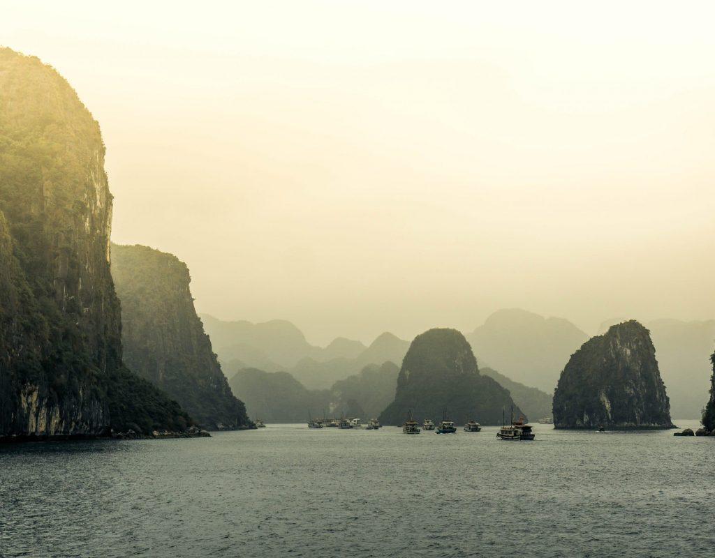 Des bateaux dans la baie de Ha Long